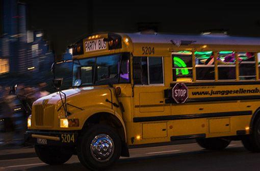 Ein echt verrückter Hingucker: Mit diesem Partybus könnt ihr die Stadt unsicher machen.