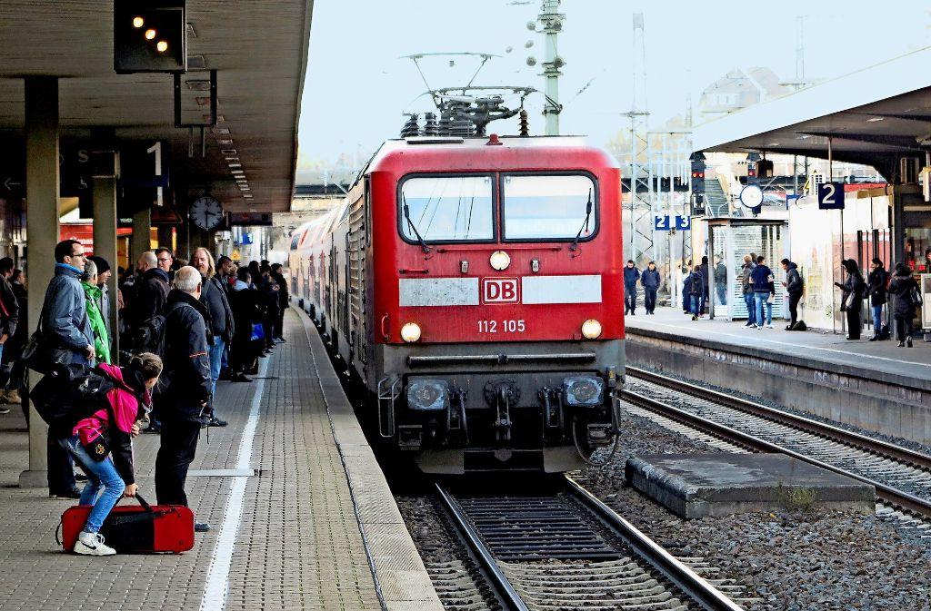 Die Bahn will Stammkunden jetzt entschädigen. Foto: bin