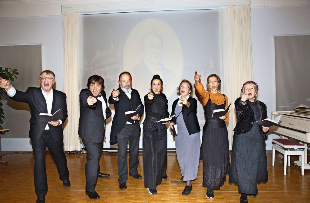 Klaus Hudik (Zweiter von links) und sein Ensemble wollen ihrem Publikum Christoph Blumhardt und seine Zeit nahebringen. Foto: /Horst Rudel