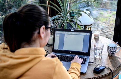 Studie: Corona wirft Frauen beruflich zurück