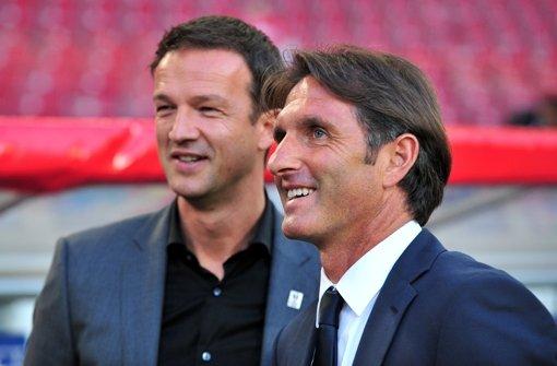 Bruno Labbadia  (rechts) bleibt VfB-Trainer Foto: dpa