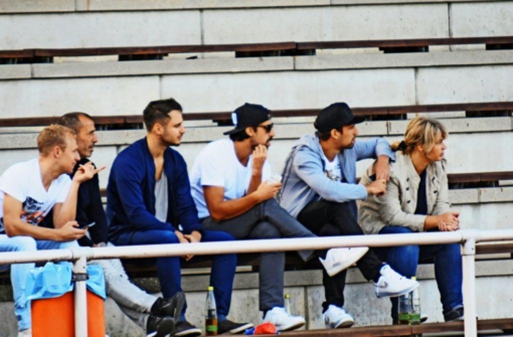 Familienausflug: Sami Khedira (Dritter von rechts) mit Bruder Rani (Zweiter von rechts), Eltern und Freunden im  Fellbacher Max-Graser-Stadion Foto: Maximilian Hamm