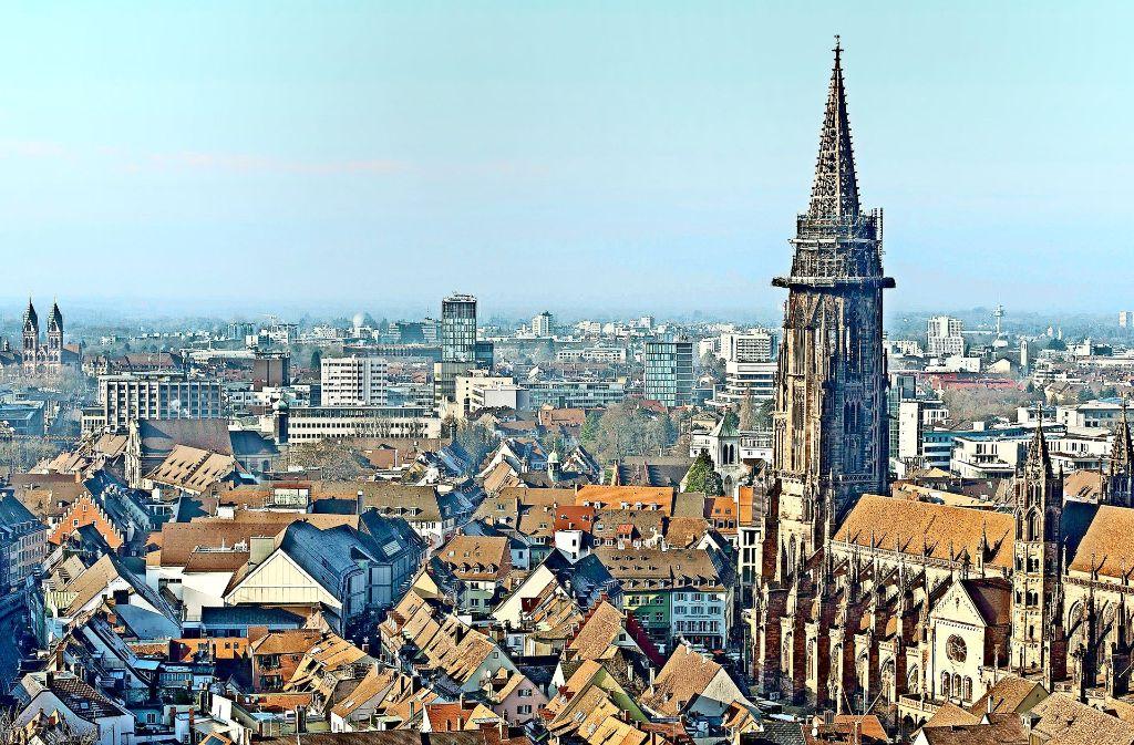 """In Freiburg hat es unter dem Dach der katholischen Kirche   bei Steuern und Abgaben Unregelmäßigkeiten  gegeben – wenn auch wohl """"aus Versehen"""", wie es heißt. Foto: dpa"""