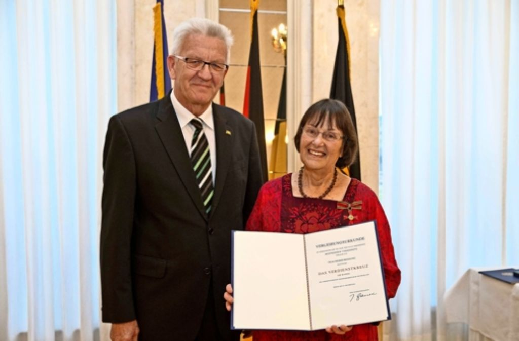 Ministerpräsident Winfried Kretschmann hat Bohsung das Bundesverdienstkreuz verliehen. Foto: Staatsministerium Baden-Württemberg