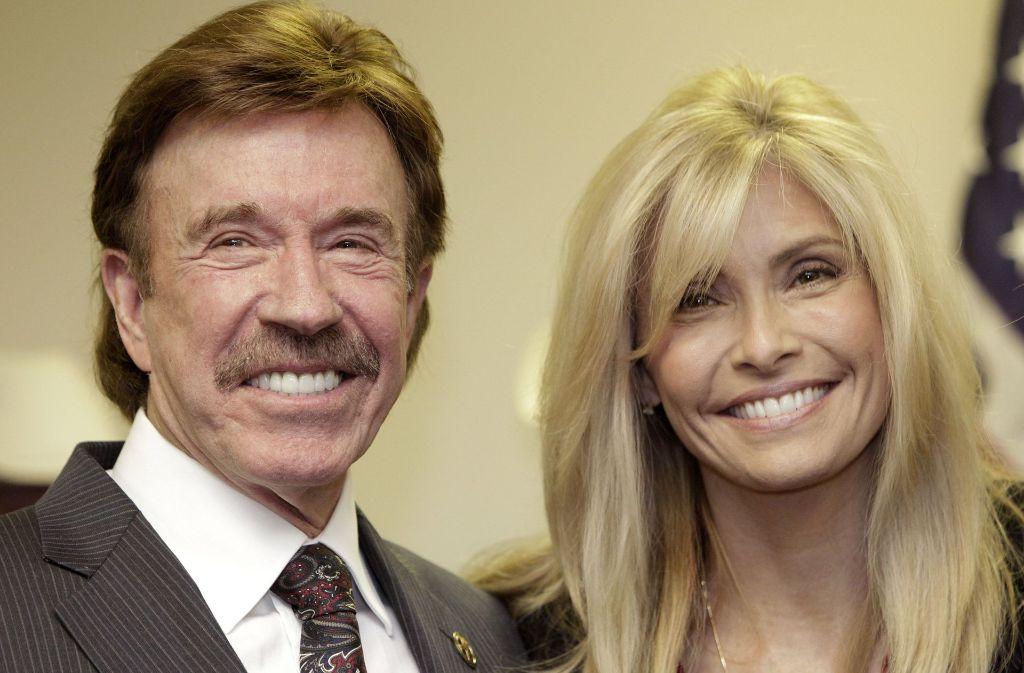 Karriereende aus Liebe: Chuck Norris mit Ehefrau Gena. Foto: AP