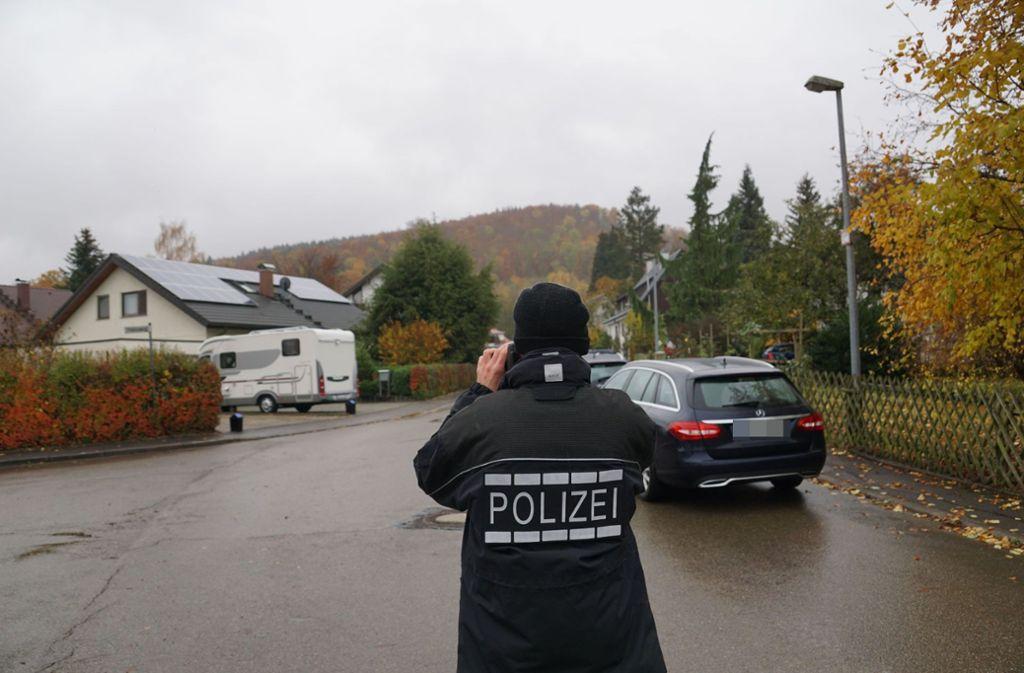 Was sich in dem Wohngebiet in Eckwälden abgespielt hat, ist offenbar noch völlig unklar. Foto: SDMG