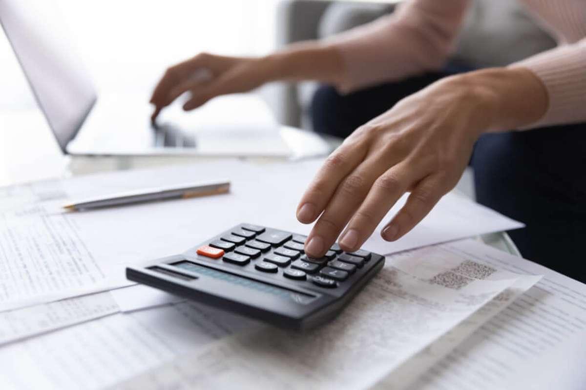 Wie viel Miete kann ich mir leisten? Foto: fizkes / shutterstock.com