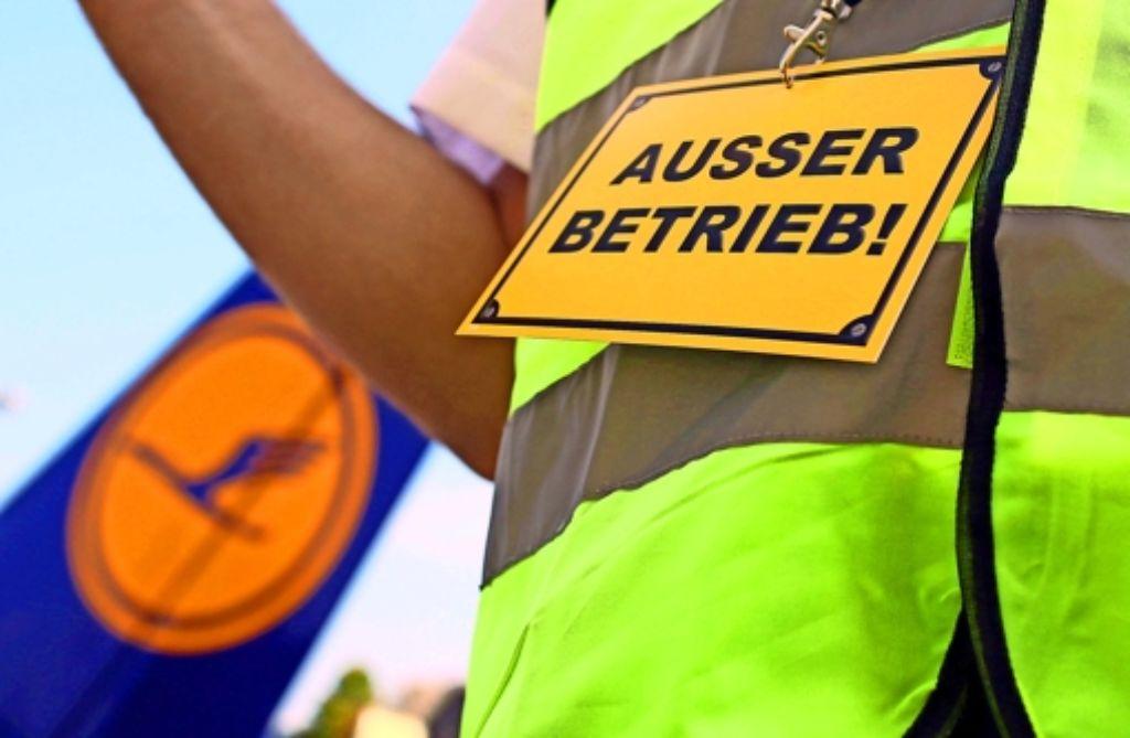 Die Gewerkschaft der Flugbegleiter hat der Lufthansa erneut mit Streiks gedroht. Foto: dpa