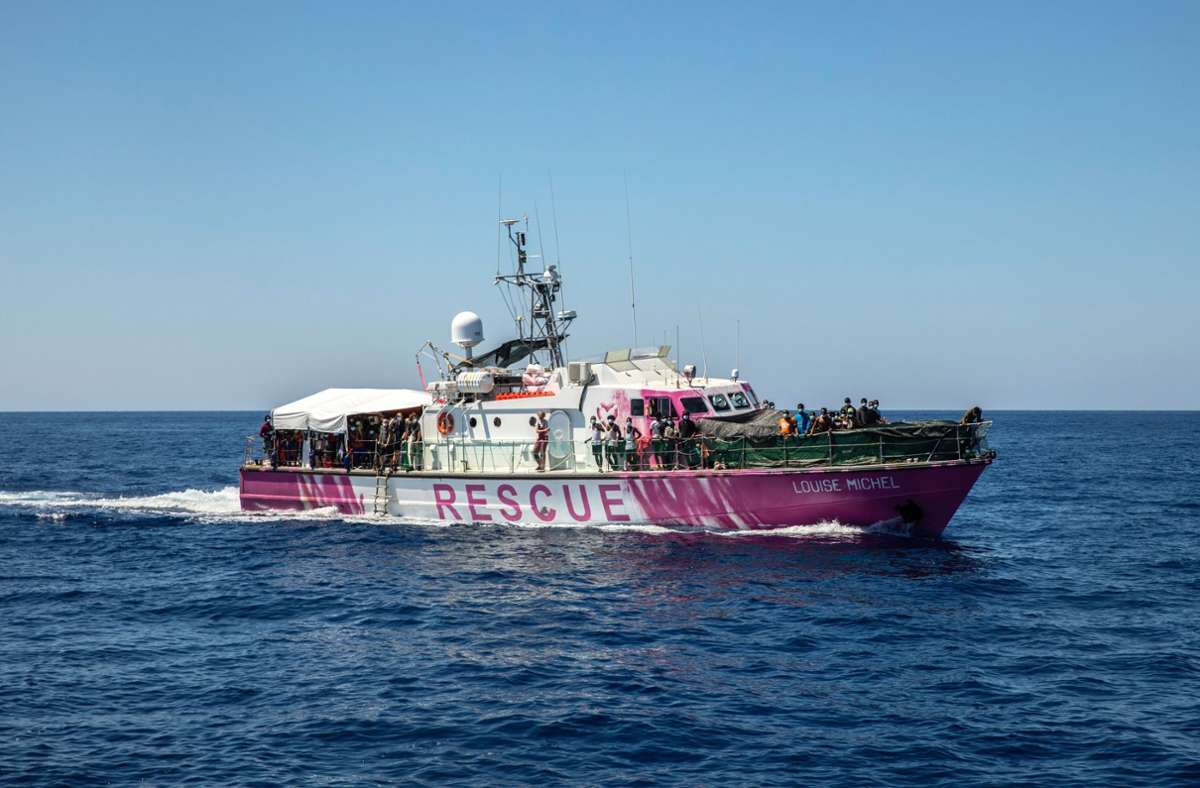 "Banksy hat das Rettungsschiff ""Louise Michel"" gestiftet. Foto: dpa/Santi Palacios"