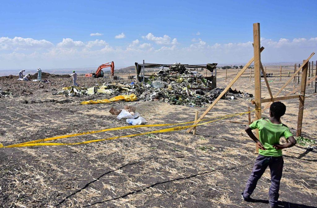 Die Absturzstelle wurde untersucht. Foto: AFP