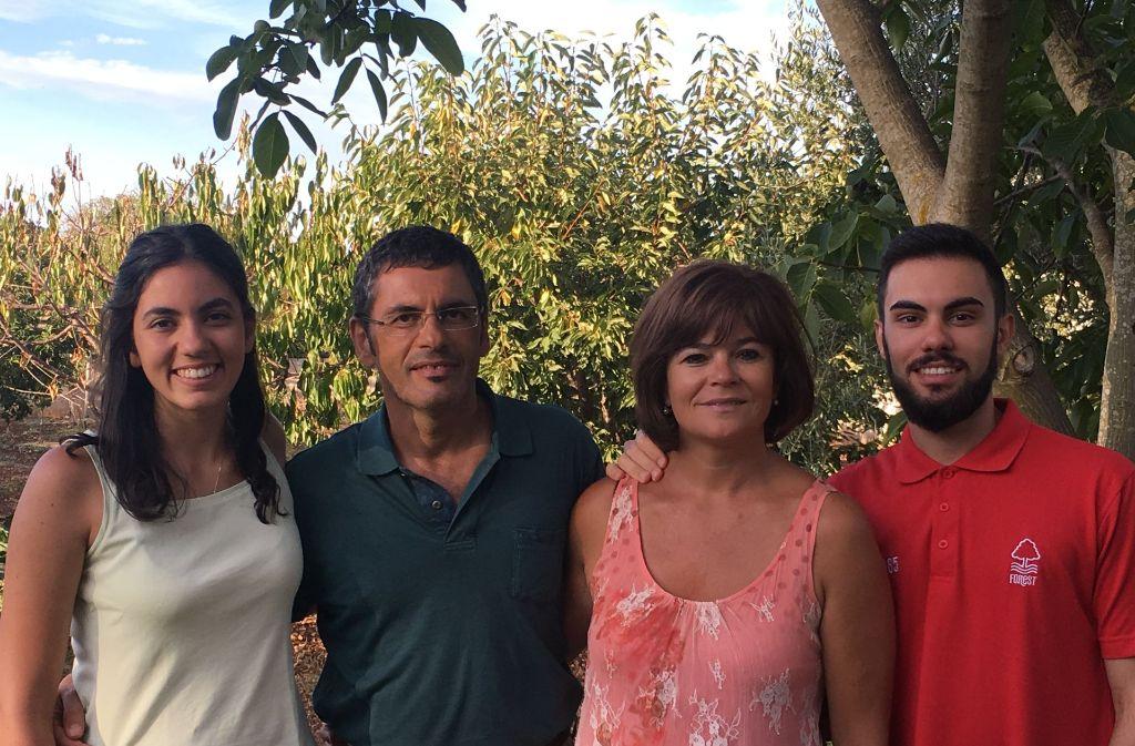 Familie Prunella aus Conversano in Apulien kann das angebliche Ende der Wirtschaftskrise noch nicht erkennen. Foto: Foto: Almut Siefert