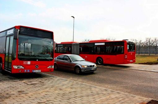 Parkende Busse versperren die Sicht