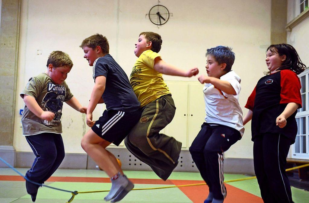 Ein Schulsportprogamm für übergewichtige Kinder in Leipzig. Foto: dpa-Zentralbild