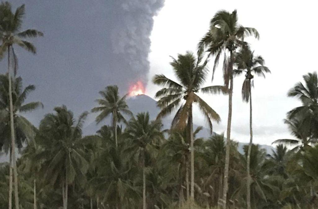 Auf Indonesiens viertgrößter Insel brach am Mittwoch ein Vulkan aus. Foto: Yehezkiel Dondokambey/ap