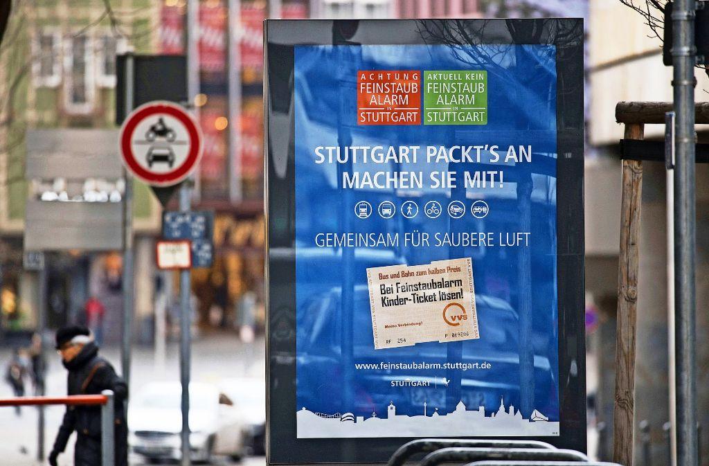 Bald gelten in Stuttgart zeitweise Fahrverbote im Kessel. Die Mehrheit befürwortet diesen Eingriff. Foto: dpa