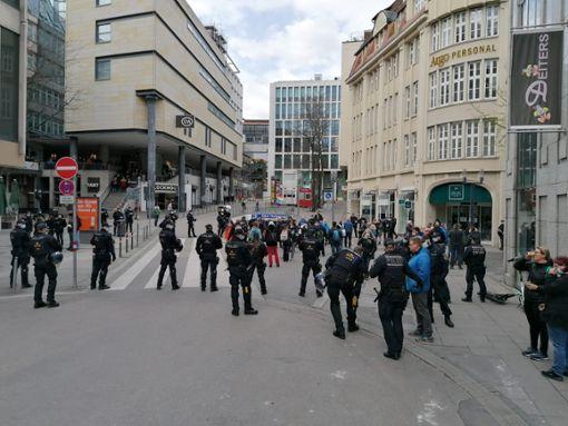 Newsblog: Polizei setzt Demonstranten in der City fest