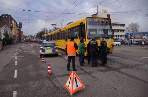 Autofahrerin stößt mit Stadtbahn zusammen