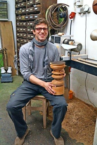 Der Steinmetz ist Autodidakt beim Holz