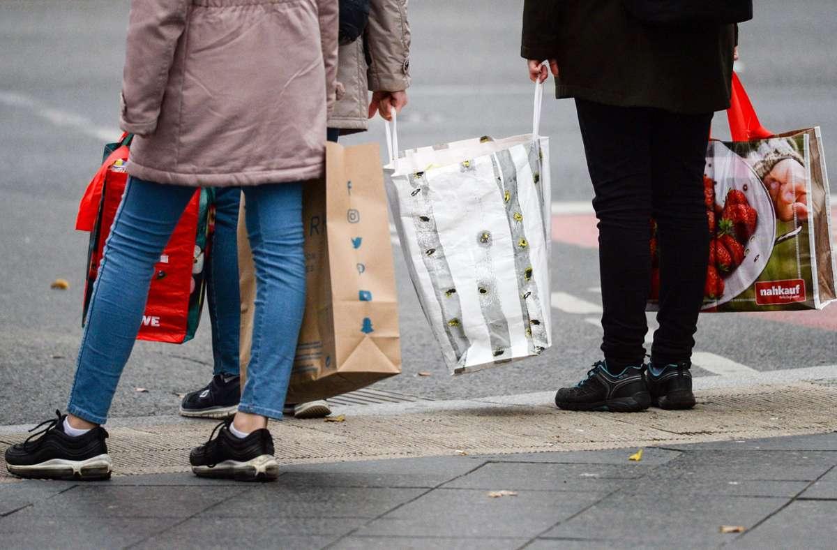 Im Kreis Böblingen ist ab Montag wieder Shoppen mit Termin möglich. Foto: dpa/Jens Kalaene