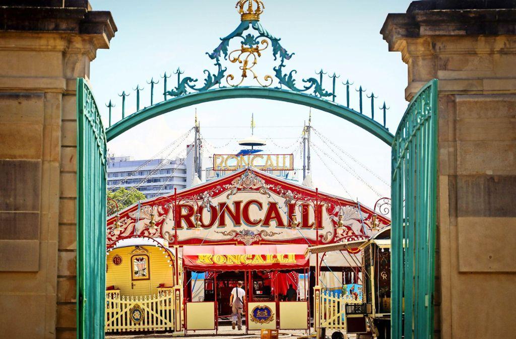 An einem viel schöneren Ort  als im Südgarten des Residenzschlosses kann ein Zelt nicht stehen – finden die Zirkusleute. Foto: factum/Granville