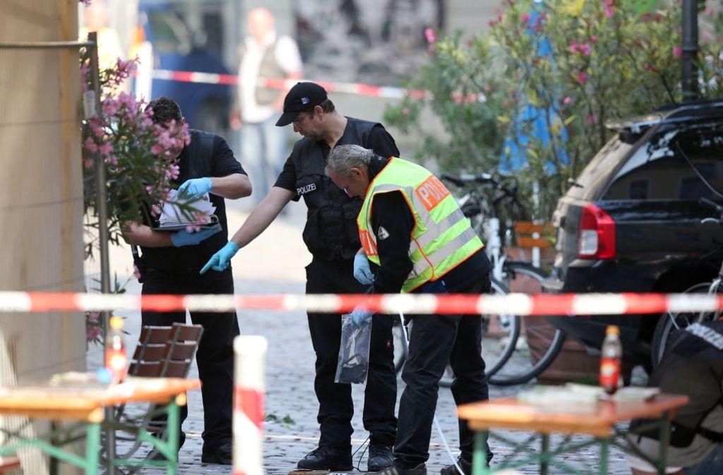 Bei dem Bombenanschlag vor dem Eingang zu einem Musikfestival in der fränkischen Kleinstadt waren am Sonntagabend 15 Menschen verletzt worden. Foto: dpa