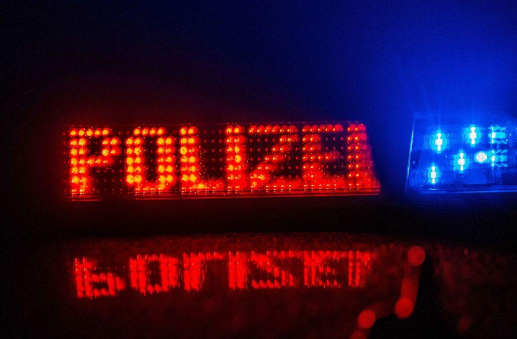 Die Polizei kann ihre Suche beenden, der Flüchtige von der A8 hat sich selbst gestellt. Foto: SDMG