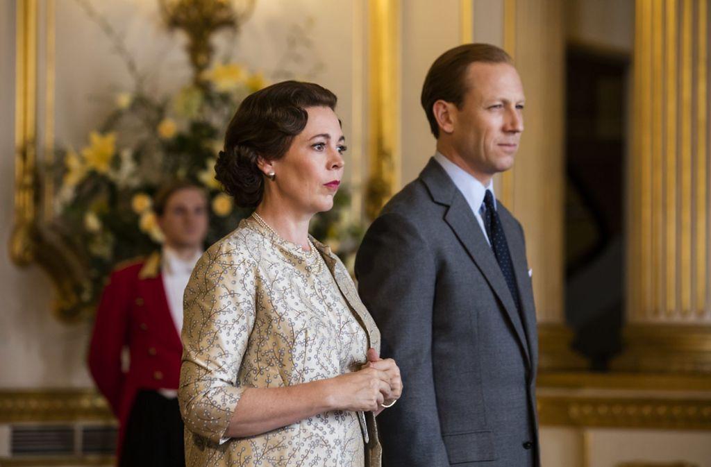 """Beinahe lebensecht: Olivia Coleman und Tobias Menzies als Queen Elizabeth II. und Prinz Philip in """"The Crown"""". Foto: Sophie Mutevelian/Netflix/dpa"""