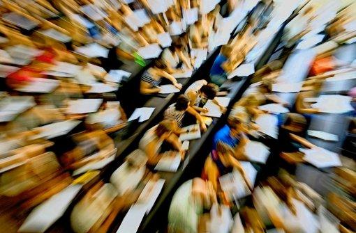 Viele Studienanfänger sind mit den Anforderungen eines Unistudiums überfordert. Foto: dpa