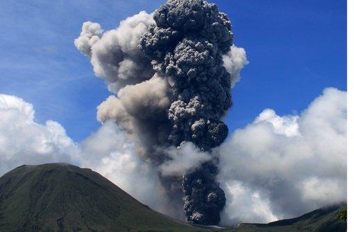 Der aktuelle Ausbruch des indonesischen Vulkans Mount Lokon Foto: dpa