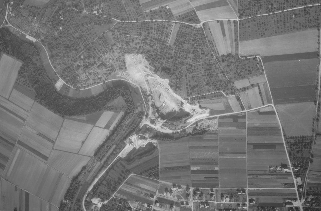 Wie eine Wunde in der Landschaft: Seit 1922 wurde im Oeffinger Steinbruch gebaggert und gesprengt. Foto: Archiv