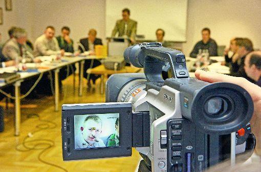In einigen wenigen Gemeinden im Land, gibt es bereits Experimente mit der Übertragung von Sitzungen via Internet, zum Beispiel in Seelbach, wie dieses Foto zeigt. Foto: dpa