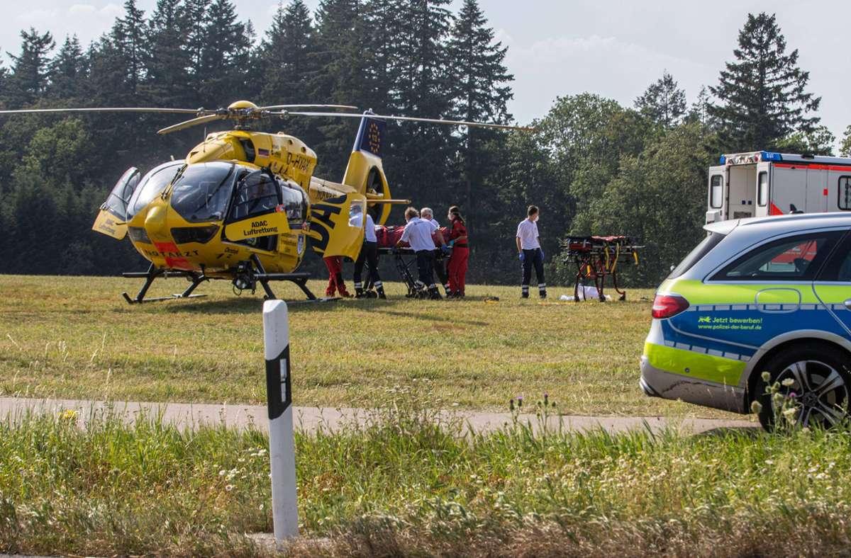 Der 81-Jährige wird von einem Rettungshubschrauber abgeholt. Foto: 7aktuell.de/Simon Adomat