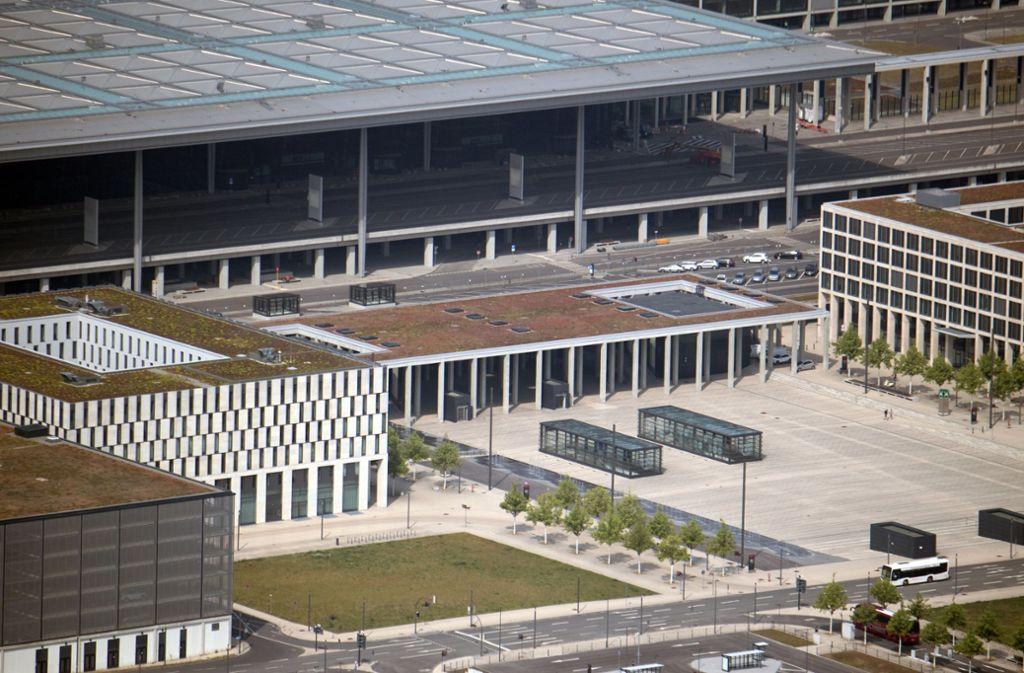 Der Tüv führt seit Montag am Hauptstadtflughafen BER Prüfungen durch. Foto: dpa