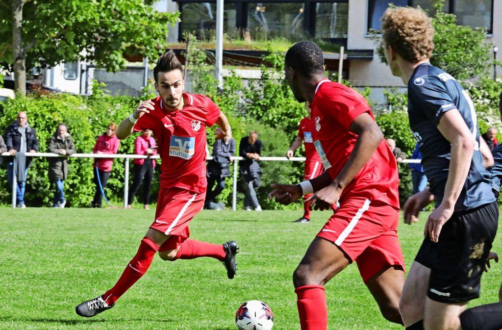 Mario Mutic erzielt den  Ausgleich  beim 2:2 in Pfedelbach. Foto: Patricia Sigerist