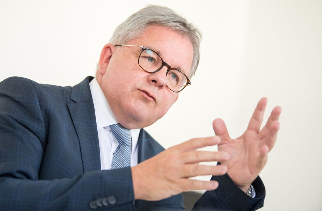 "Sieht ""Nachholbedarf"" bei Frauen in Spitzenjobs:  Justizminister Guido Wolf Foto: dpa"