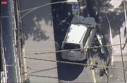 Autofahrer rast in Menschenmenge - viele Verletzte
