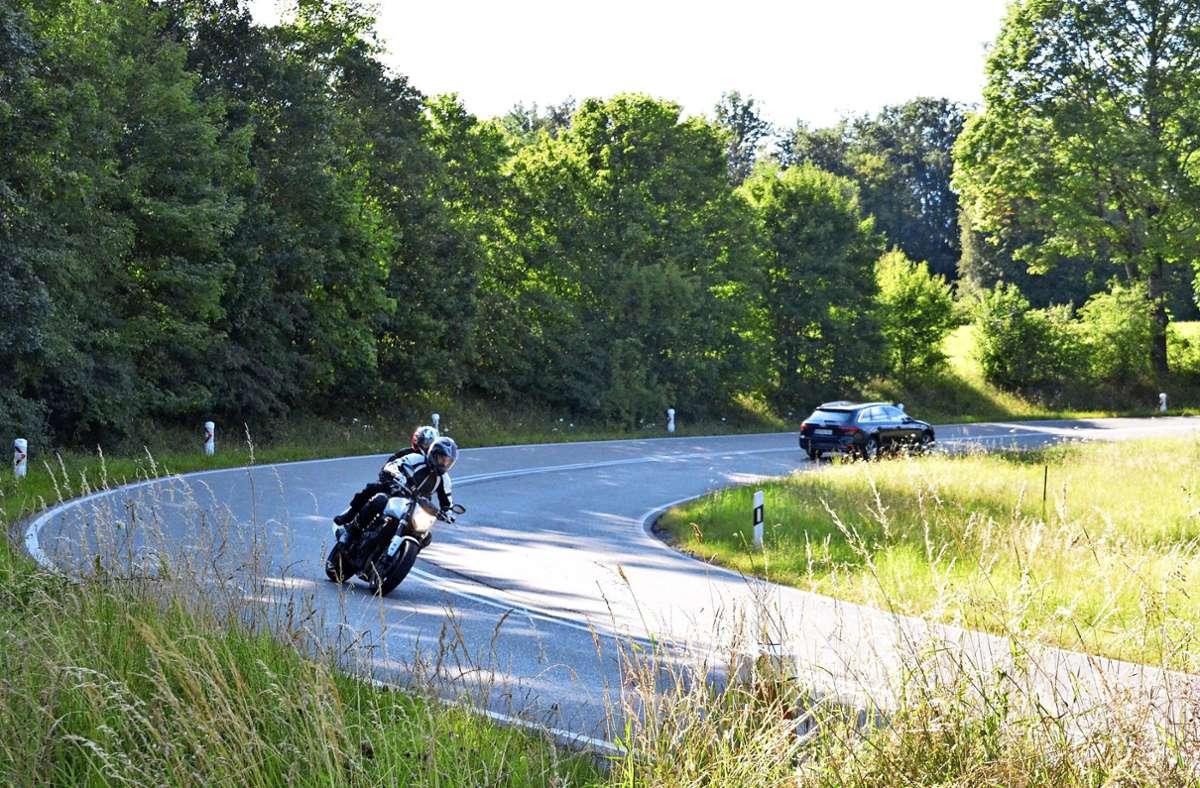 Anwohner klagen seit Jahren darüber, dass vor allem Motorradfahrer mit hoher Geschwindigkeit und Lautstärke die S-Kurve durchfahren. Foto: Sandra Hintermayr