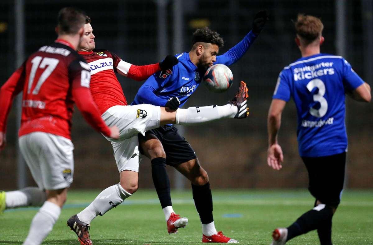Zuletzt trafen die Stuttgarter Kickers und die TSG Balingen  im Januar 2020 bei einem Testspiel aufeinander. Foto: Baumann