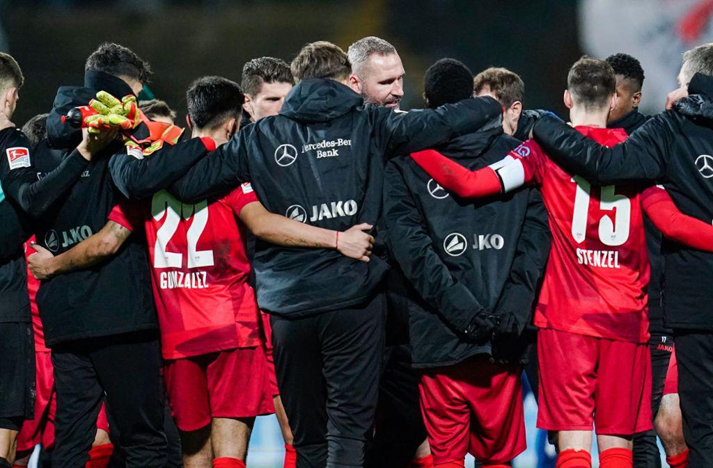 Es gibt Redebedarf: Das Team von Tim Walter spielt gegen Darmstadt nur unentschieden. Foto: dpa/Uwe Anspach