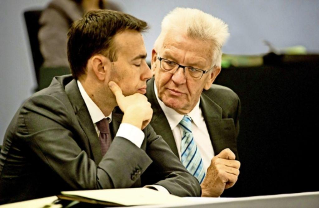 Die Koalitionspartner Winfried Kretschmann (Grüne, rechts) und Nils Schmid (SPD) Foto: dpa