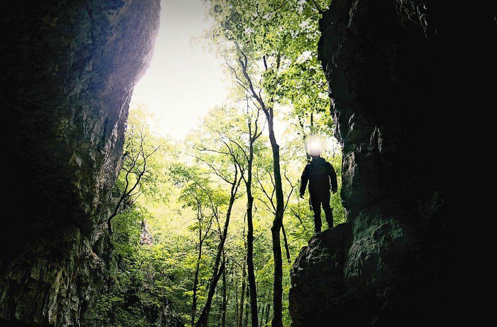 Der Einstieg in die Falkensteiner Höhle, die zu den längsten der Schwäbischen Alb gehört. Foto: Tobias Jansen