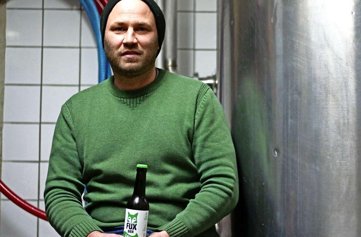 Inzwischen braut Benjamin Brauner das Fux-Bier nur noch in seiner Freizeit. Deshalb setzt ihm die Krise weniger zu als anderen Brauereien. Foto: Eileen Breuer