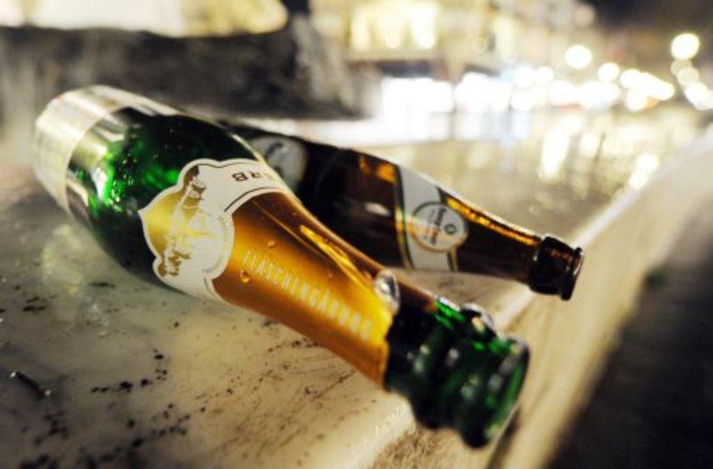 Die CDU Baden-Württemberg hat Ministerpräsident Winfried Kretschmann (Grüne) erneut aufgefordert, sich für ein Alkoholverbot an Brennpunkten einzusetzen. (Symbolbild) Foto: dpa