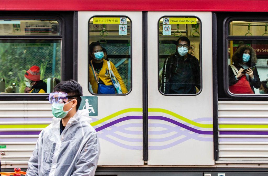In China sind die öffentlichen Verkehrsmittel dünn besetzt. Foto: dpa/Willie Siau