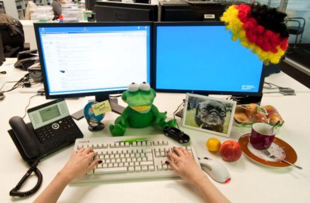 Privates auf dem Schreibtisch. Foto: dpa