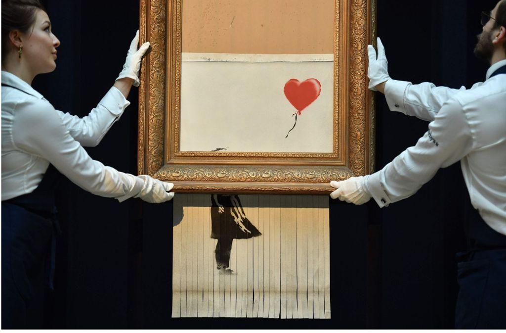 """In wenigen Stunden in der Staatsgalerie Stuttgart zu sehen: Banksys """"Love is in the Bin"""" Foto: AFP"""