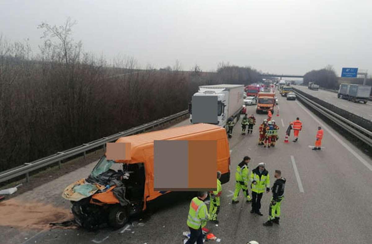 Der Unfall ereignete sich auf der A81 bei Ludwigsburg. Foto: Andreas Rosar/Fotoagentur Stuttgart