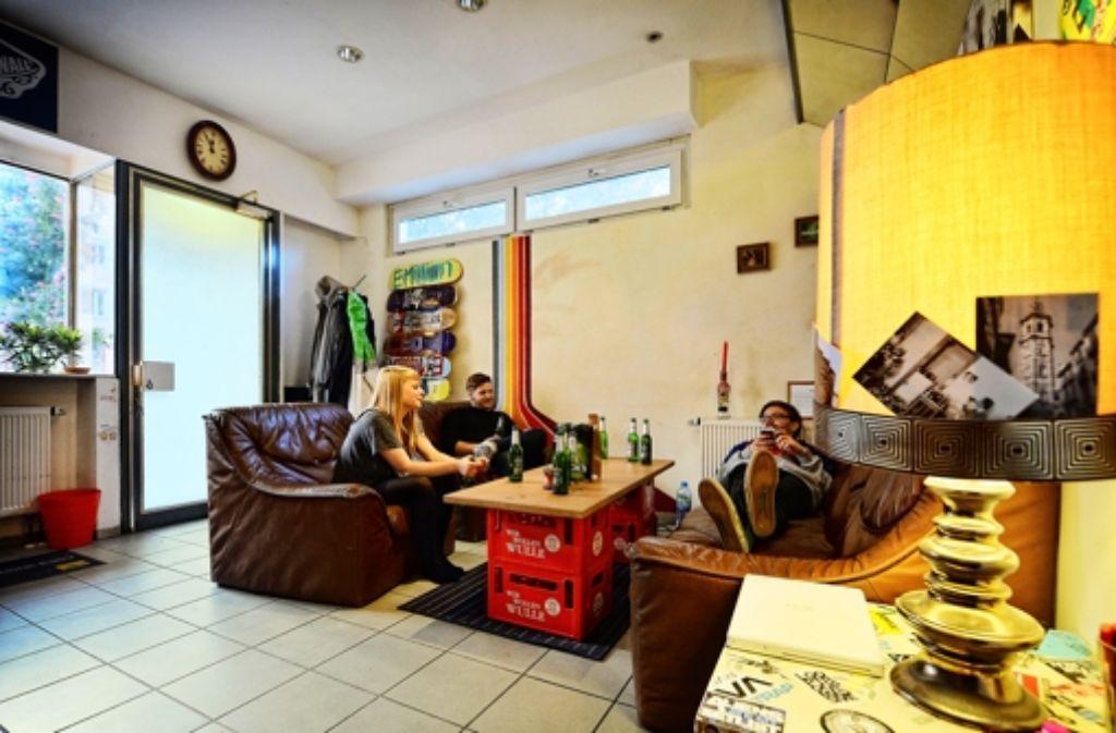 stuttgarter wohnzimmer aus einer b ckerei wird das b cks stuttgart stuttgarter zeitung. Black Bedroom Furniture Sets. Home Design Ideas