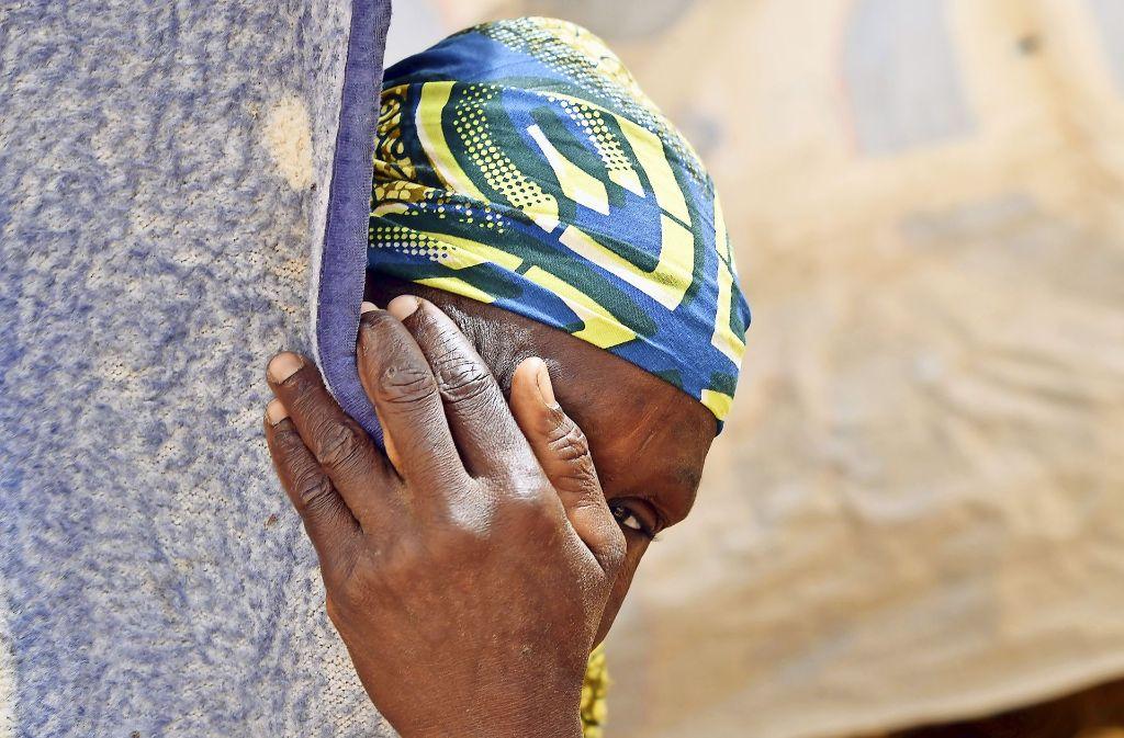 Gefangen in der Hölle der Erinnerung: eine Nigerianerin, die Boko Haram entkommen konnte. Fotos:AFP (2) Foto:
