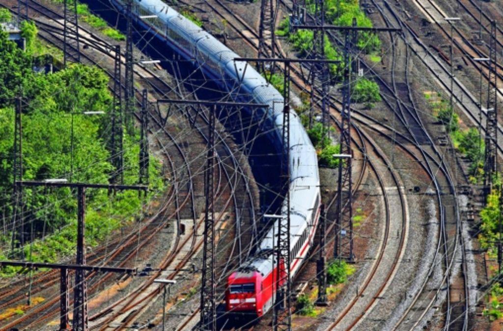 Der sinkende Gewinn belastet die    Bahn,  vor allem der  Fernverkehr  gilt als  ertragsschwach. Foto: Mauritius